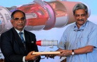 HAL should work with private sector: Parrikar