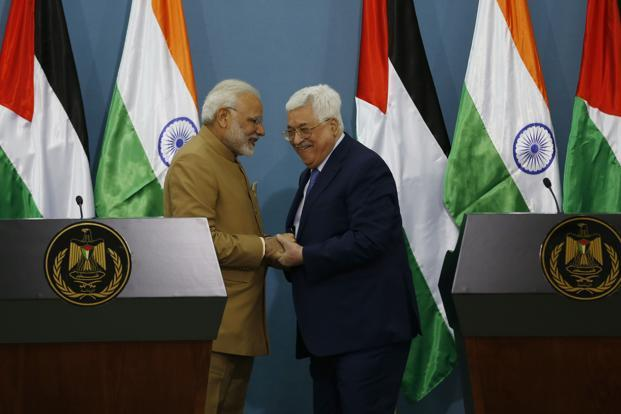Narendra Modi Meets President Mahmoud Abbas on Historic Visit to Palestine