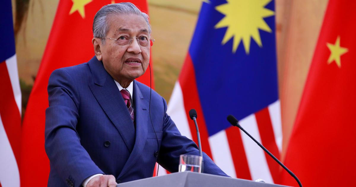 Malaysia PM Says His Nation Too Small to Respond to Indian Curbs on Palm Oil With Trade Retaliation