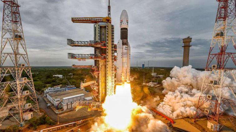 Chandrayaan-3 to be launched in 2021 sans orbiter, images suggest Moon rusting along poles