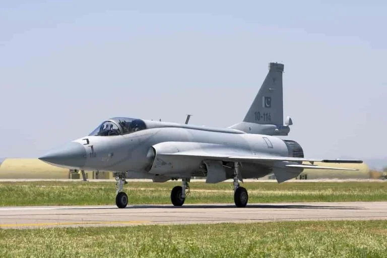 10 Reasons Why India's LCA Tejas Will Be 'Shot-Down' By Pakistan's JF-17 Thunder in Global Arms Market?