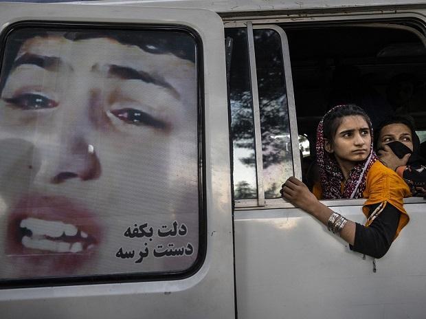 Afghan leaders arrive in Pakistan after Taliban captures Kabul