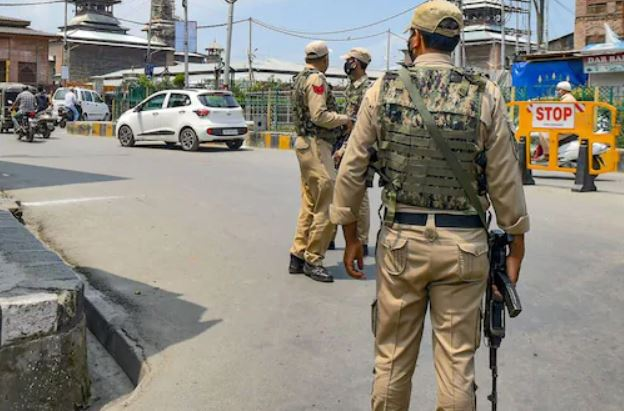 IED With 4 'Sticky Bombs' Recovered in Jammu and Kashmir's Mendhar